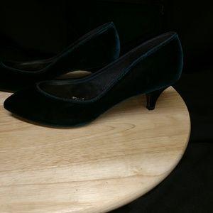 967e6e1c99f Marionat Shoes - Vintage Green Velvet Kitten Heel Pumps 7.5M   Bag
